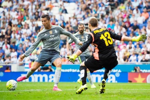 Ronaldo-se-toa-sang-khi-Real-gianh-3-diem